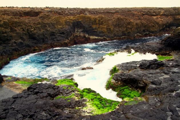 Buraconan rantakallioalueesta tuli Australian lisäksi mieleen Islannin Blue Lagoonin alue,. Kallioiden väri on sama.
