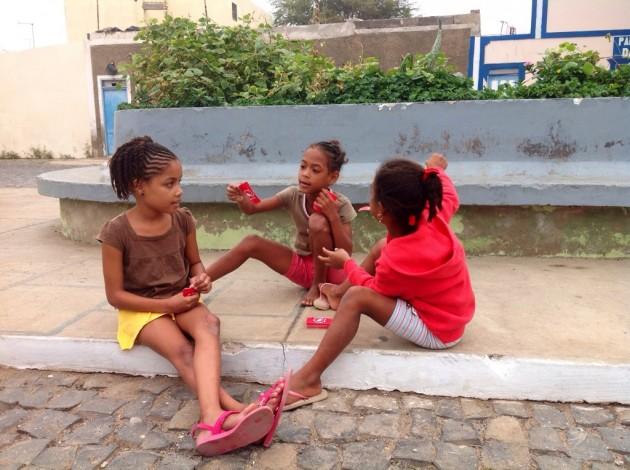 Paikallisia lapsia