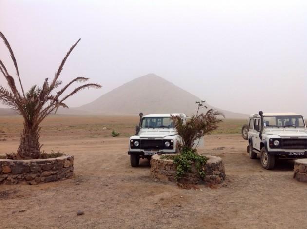 Buraconan lähellä oleva Monte Leste (263m) näkyi usvaisesta säästä huolimatta. Kuvassa myös pari retkinelivetoa.