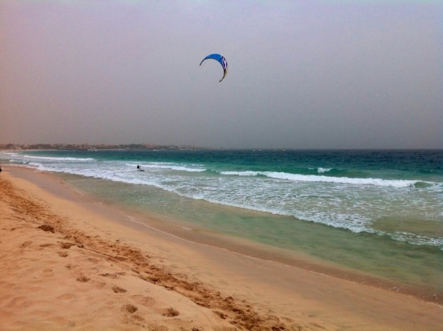 Surffaus ja leijasurffaus ovat Salilla tuulen ansiosta suosittua ajanvietettä.