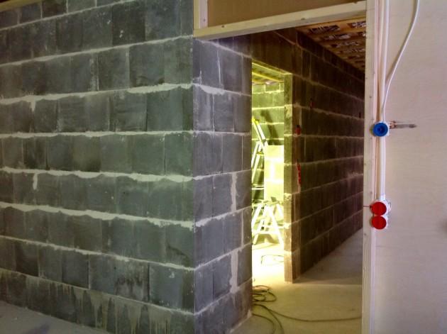 Kosteiden tilojen seinätkin on jo muurattu.