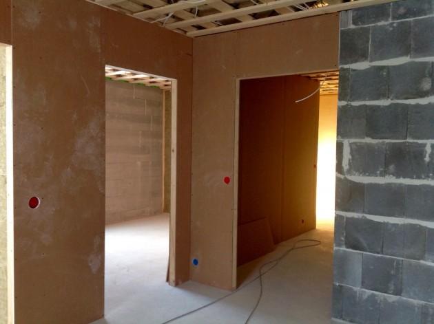Huoneet oviaukkoineen ovat muotoutuneet.