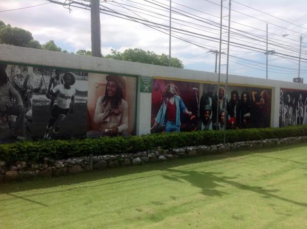 Bob Marleyn musiikkiuraan liittyviä kuvia.
