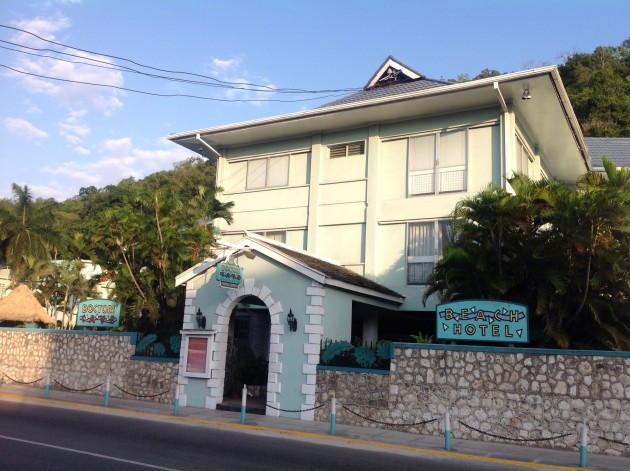 Doctor's Cave Beach Hotel, hotellimme Montego Bayssa, lähellä rantaa