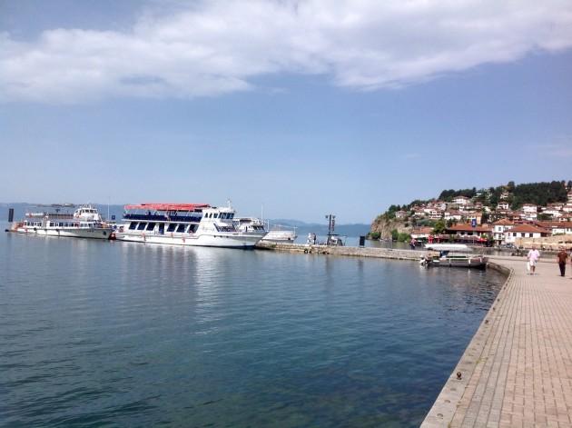 Laiva valmiina lähtöön Ohridin kaupungin edustalla