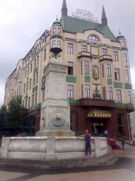 Nicola Pasic-aukio ja hotelli Moskova