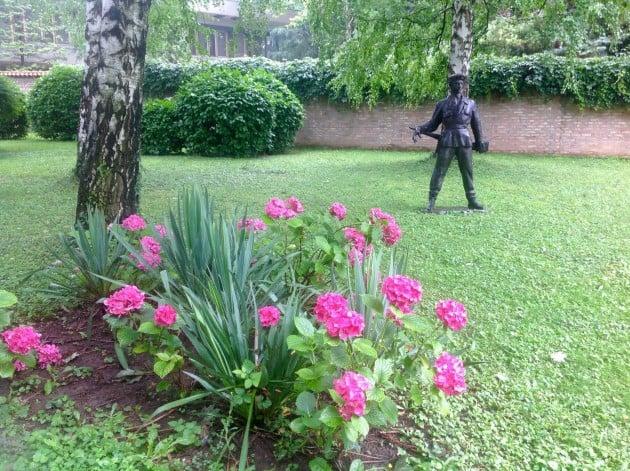 Puutarhan patsaita