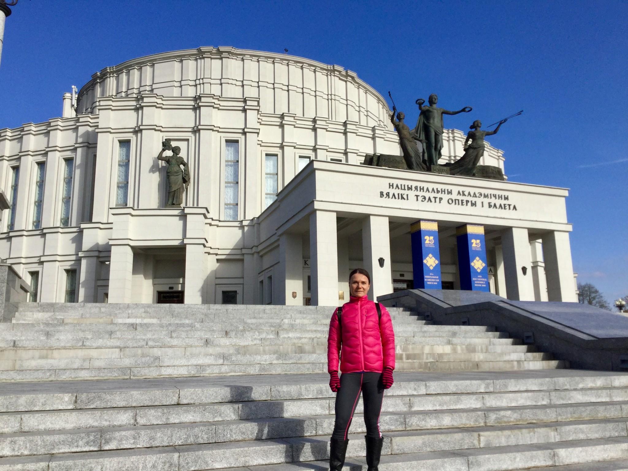 Valko-Venäjän kansallisoopperan ja -baletin rakennuksella
