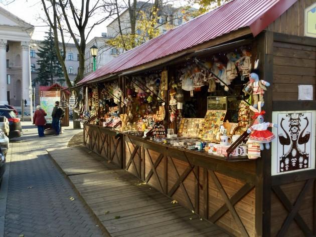 Yksi harvoista matkamuistokioskeista Minskissä