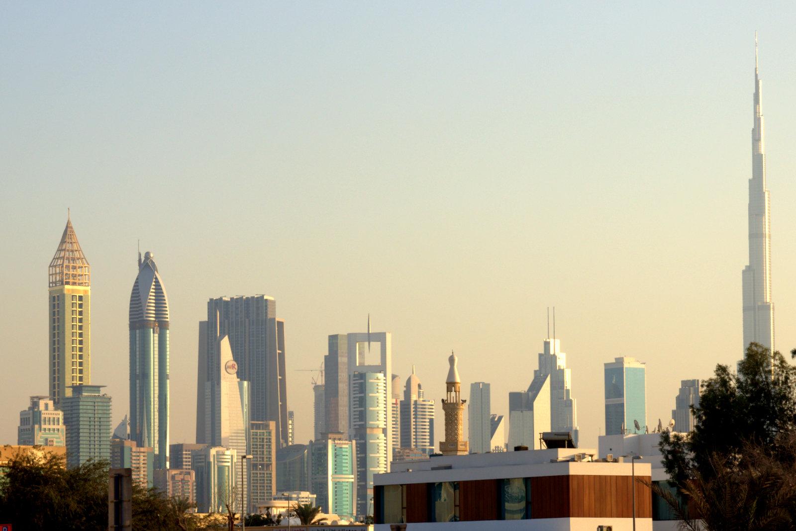 paras dating Dubaissa