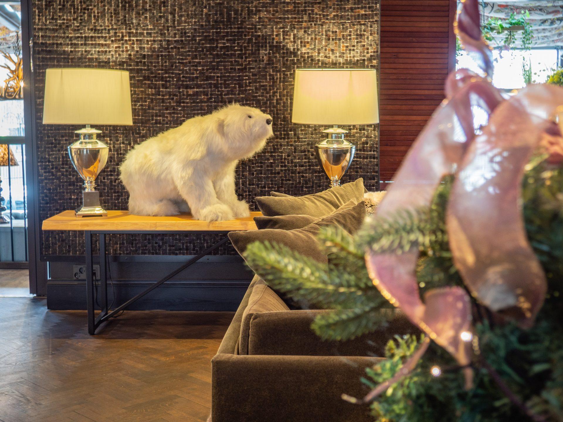 Arctic Light hotellin aula