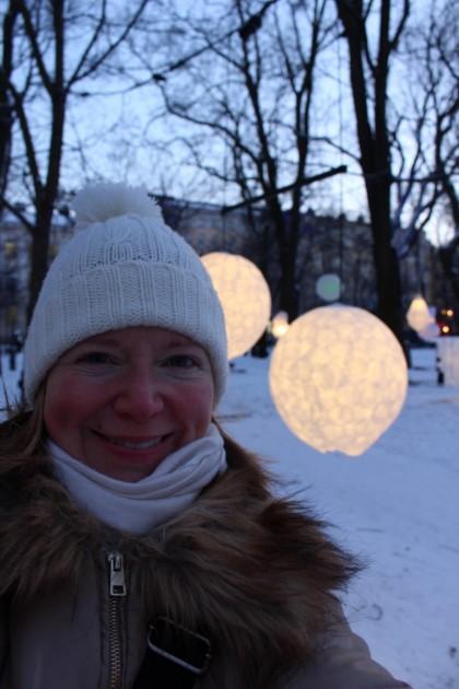 Lux Helsingin valot eivät lämmitä, laita kunnolla vaatetta päälle!