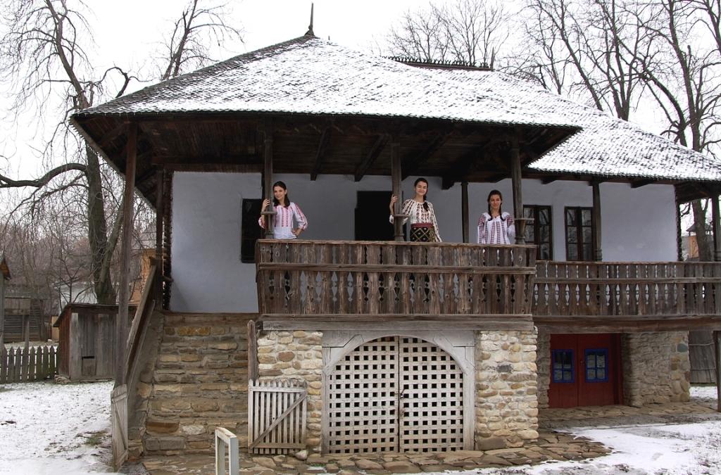 Romanialaista museoitua arkkitehtuuria.