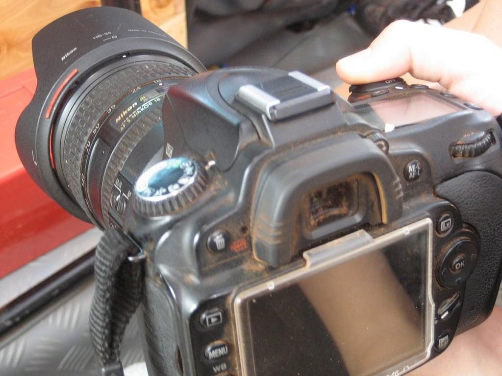Kamerat kannattaa suojata hyvin punaiselta hiekalta!
