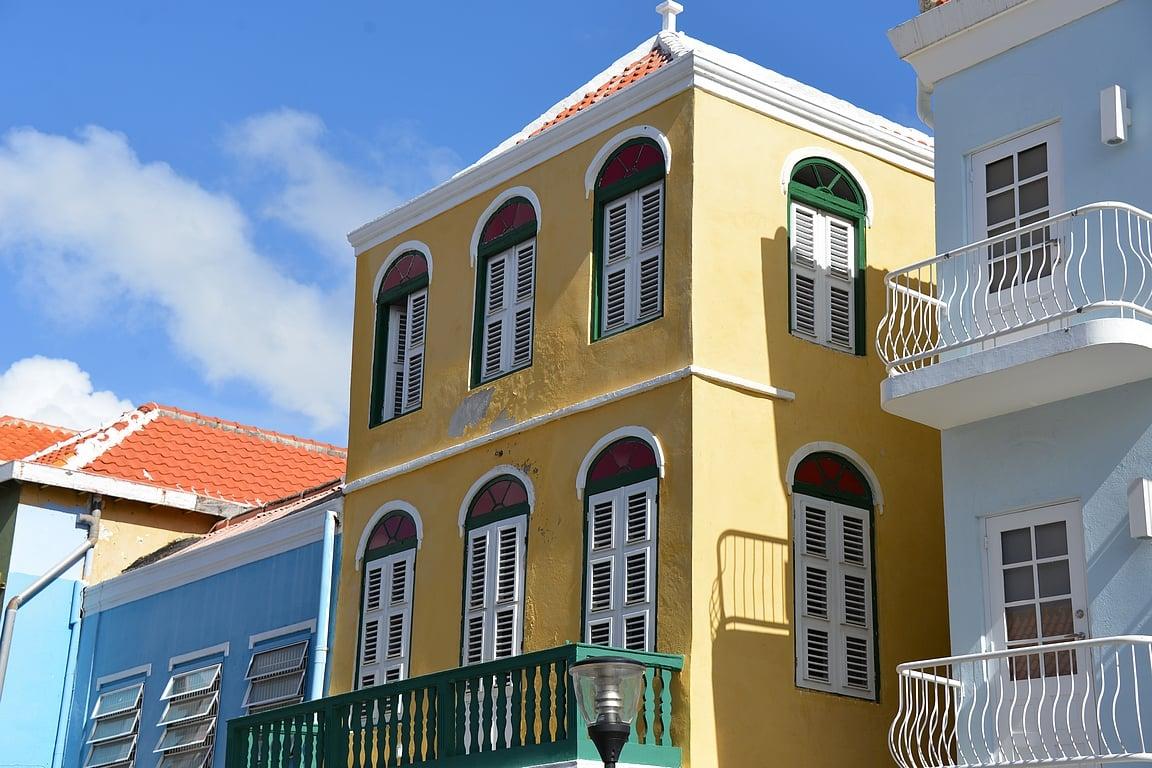 Otrabandassa talot ovat ränsistyneempiä kuin Unescon suojelemassa keskustassa.
