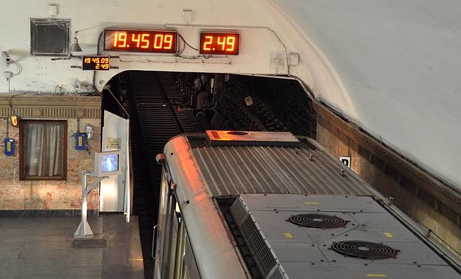 Seuraavaan metroon 2 minuuttia 49 sekuntia