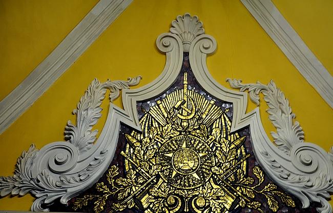 Komsomolskaya - Neuvostvaakunoita katossa...