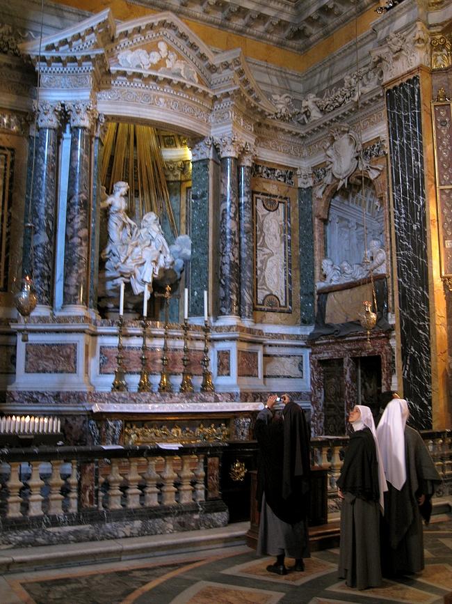 Berninin Pyhän Teresan hurmio Santa Maria della Vittorian kirkossa (Tuli | Fire)