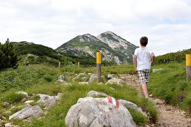Takimmainen huippu kohteena - reitit merkattu kiviin värikoodeilla