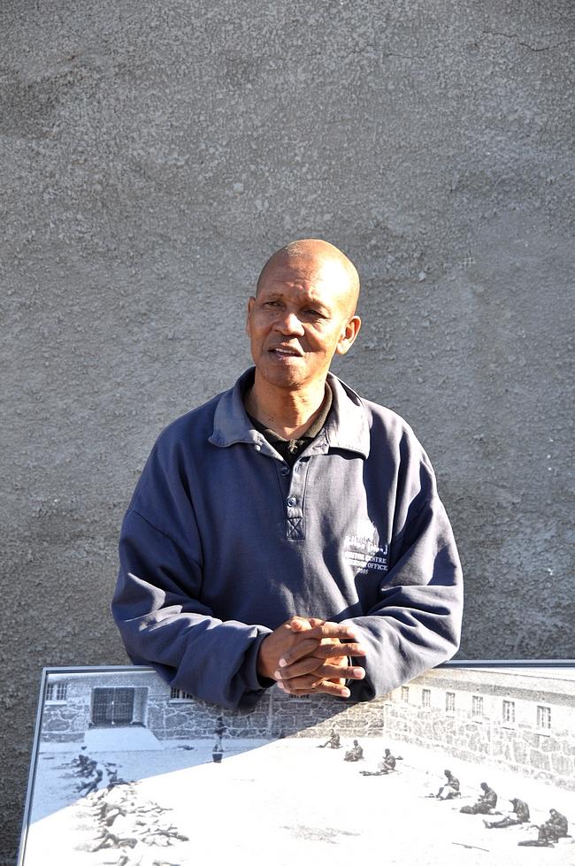 Oppaamme Jama Mbatyoti - hänen tarinansa postauksen lopussa