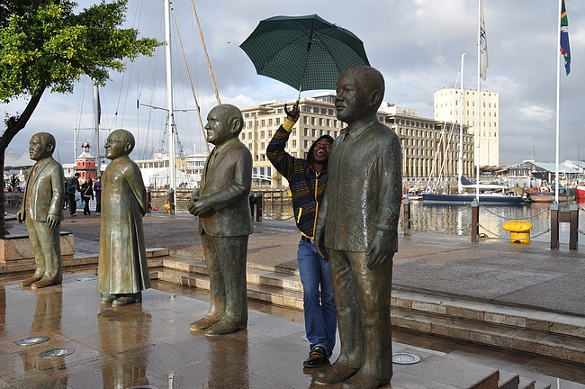 V&A Watefrontista löytyy myös Nobel aukio, jossa on neljän eteläafrikkalaisen nobelin rauhanpalkinnon saaneiden patsaat.