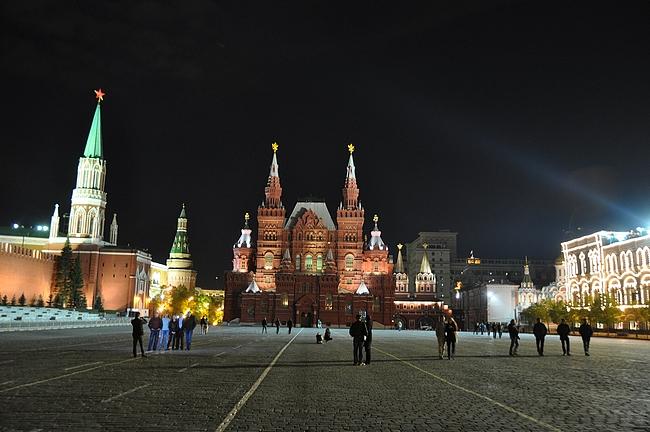 Samalla paikalla Moskovassa Leninin jalanjälijillä