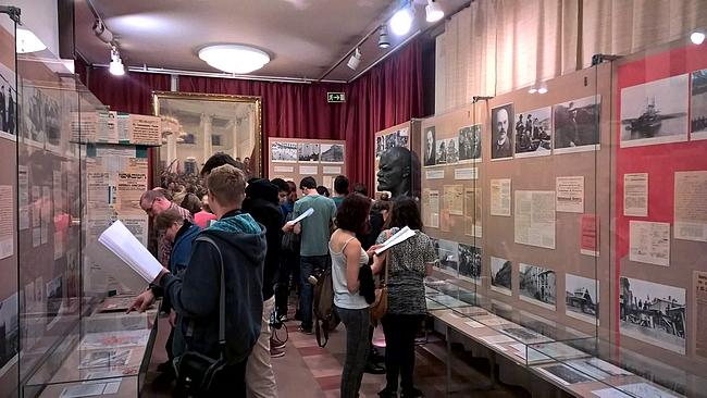 Lenin-museon viimeiset tunnit oli saanut väen liikenteeseen