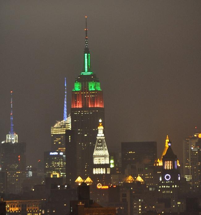 Empire State Building kohoaa korkeimmalle Midtownin alueella.