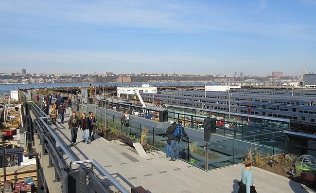 High Linen uusin osuus kiertää metrojen parkkialueen.