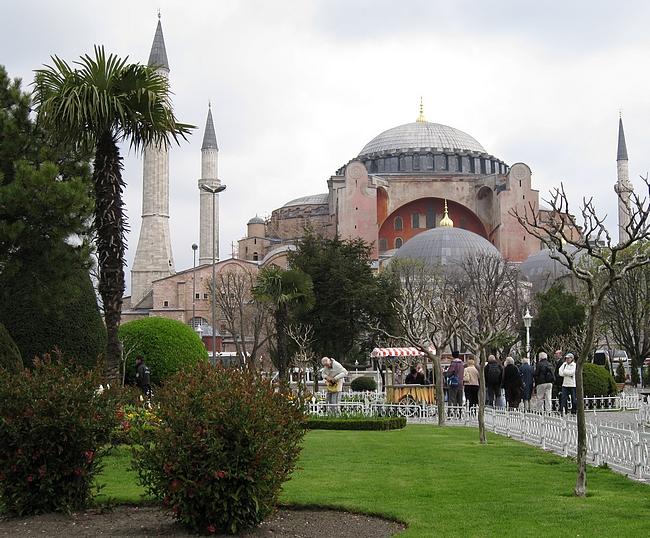 Turkkilainen matkatarjous  liian halpa ollakseen totta?  Kohteena maailma