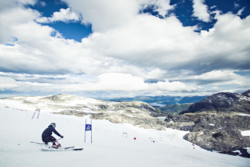 Kesälaskettelu copyright Fonna Glacier Ski Resort