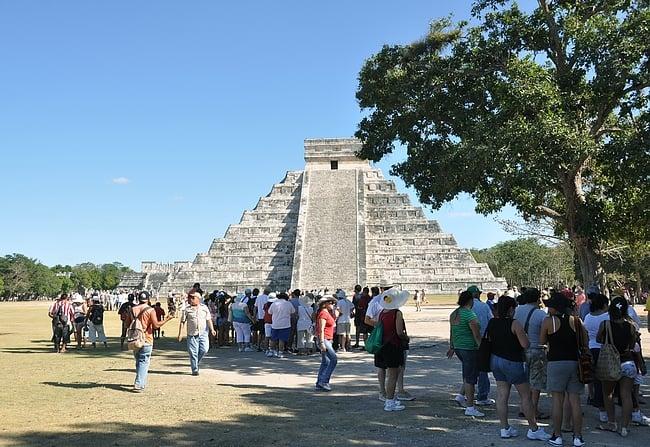 Vaikka turisteja on paljon, niin alue on onneksi laaja.
