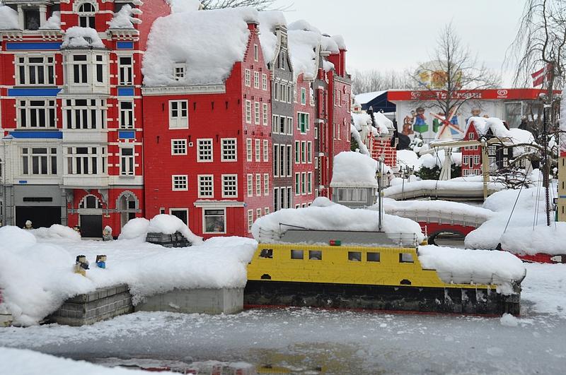 Amsterdamin kanaalit olivat myös saaneet jääpeitteen.