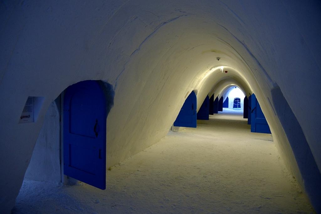 LumiHotellin huoneet on nähtävillä LumiLinnan aukioloajan.