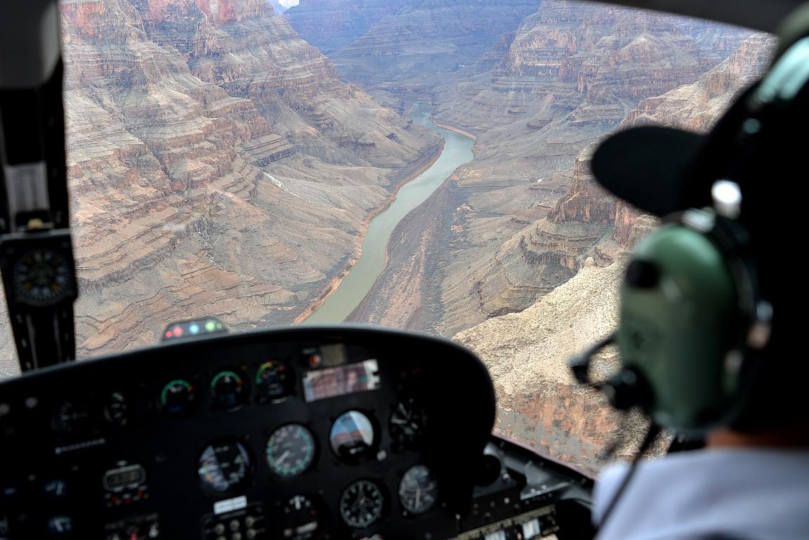 Grand Canyon avautuu helikopterista upealla tavalla.