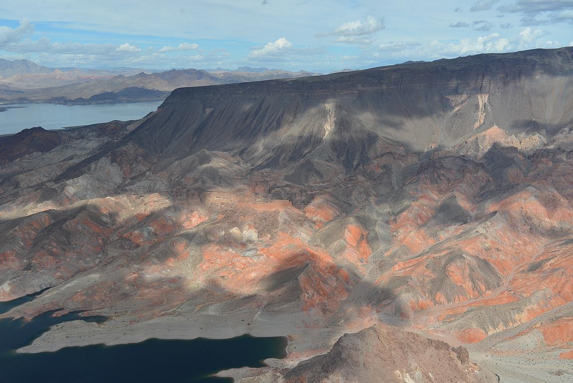 Maisemat on Grand Canyonin helikopterireissulla kerta kaikkiaan upeita.