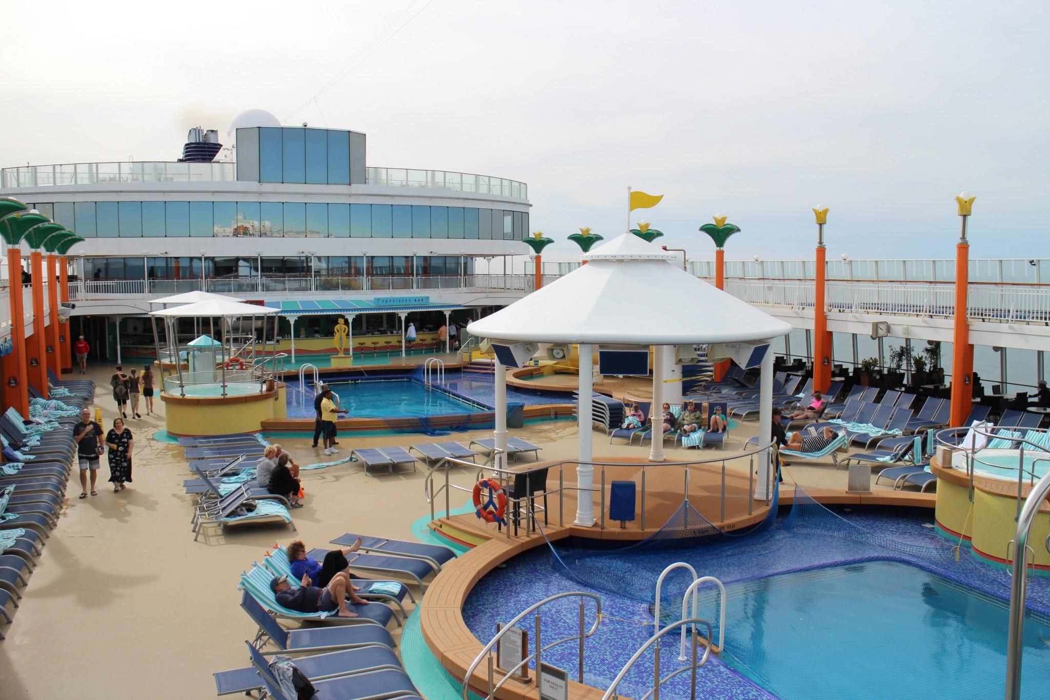 Norwegian Jewel Pool Deck 3