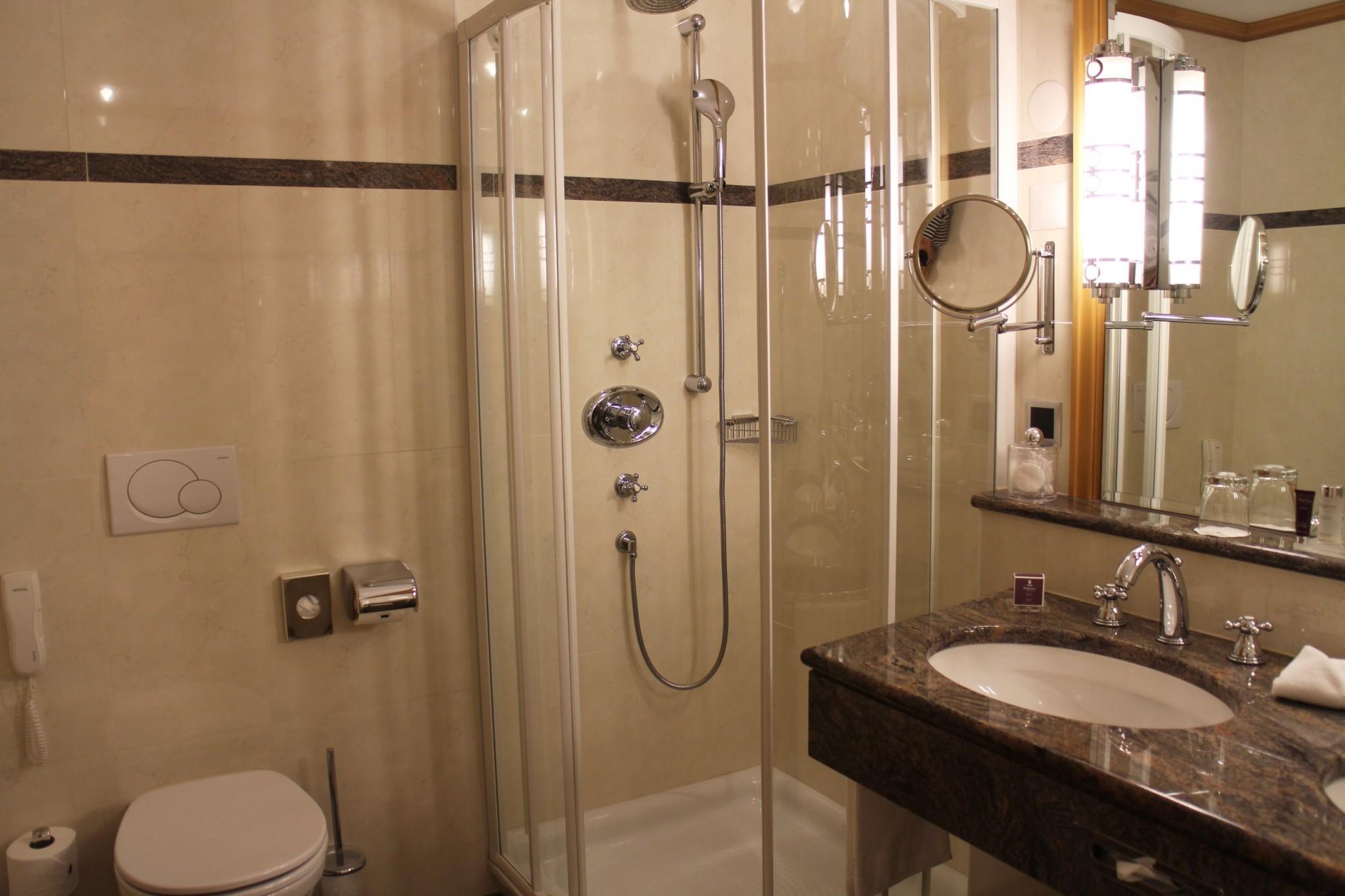 Grand Hotel Kronenhof Bathroom