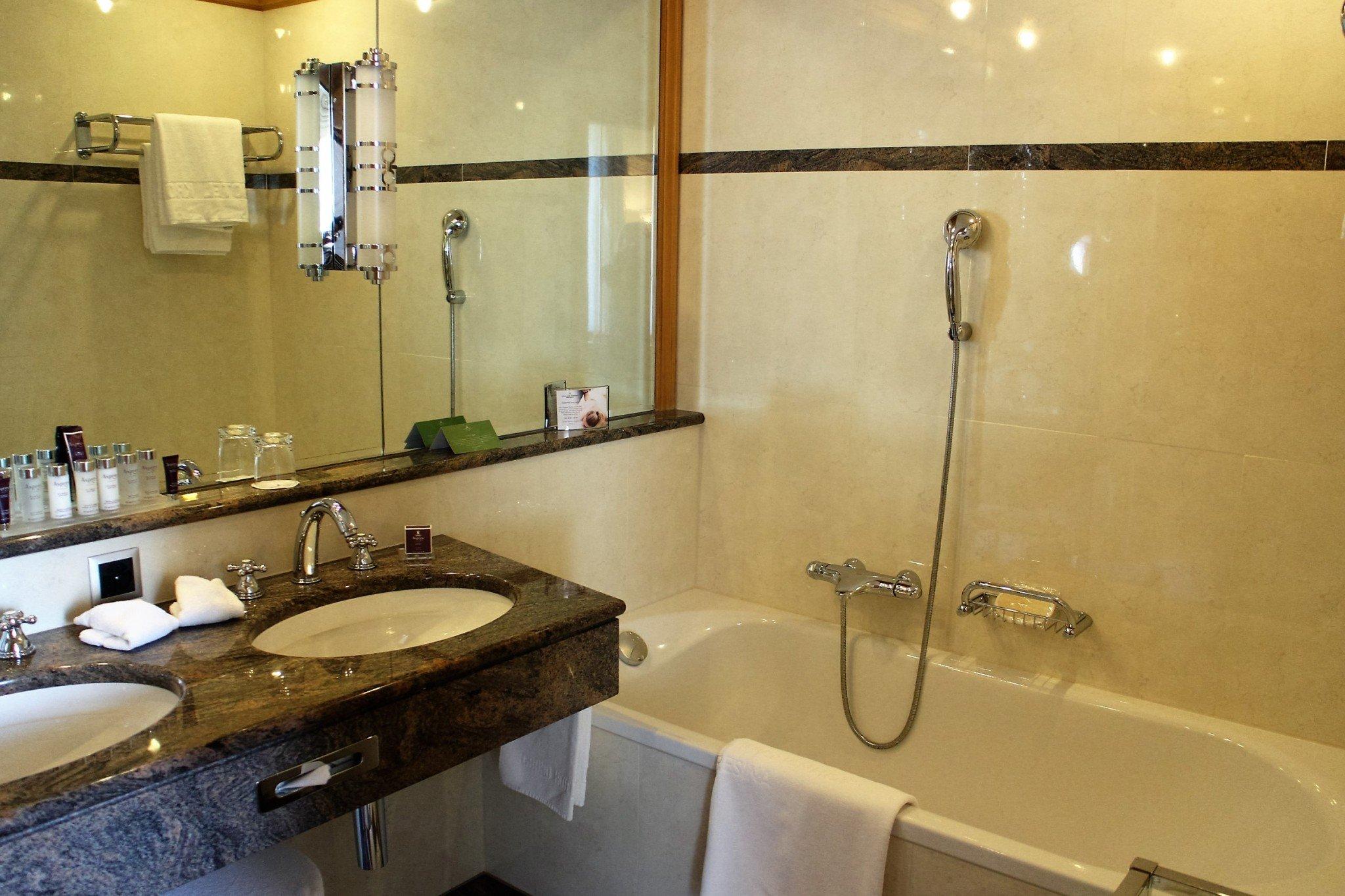 Grand Hotel Kronenhof Double Room Comfort Bathroom