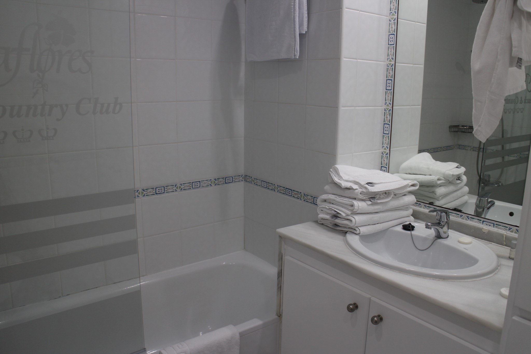 Miraflores Beach & Country Club Bathtub
