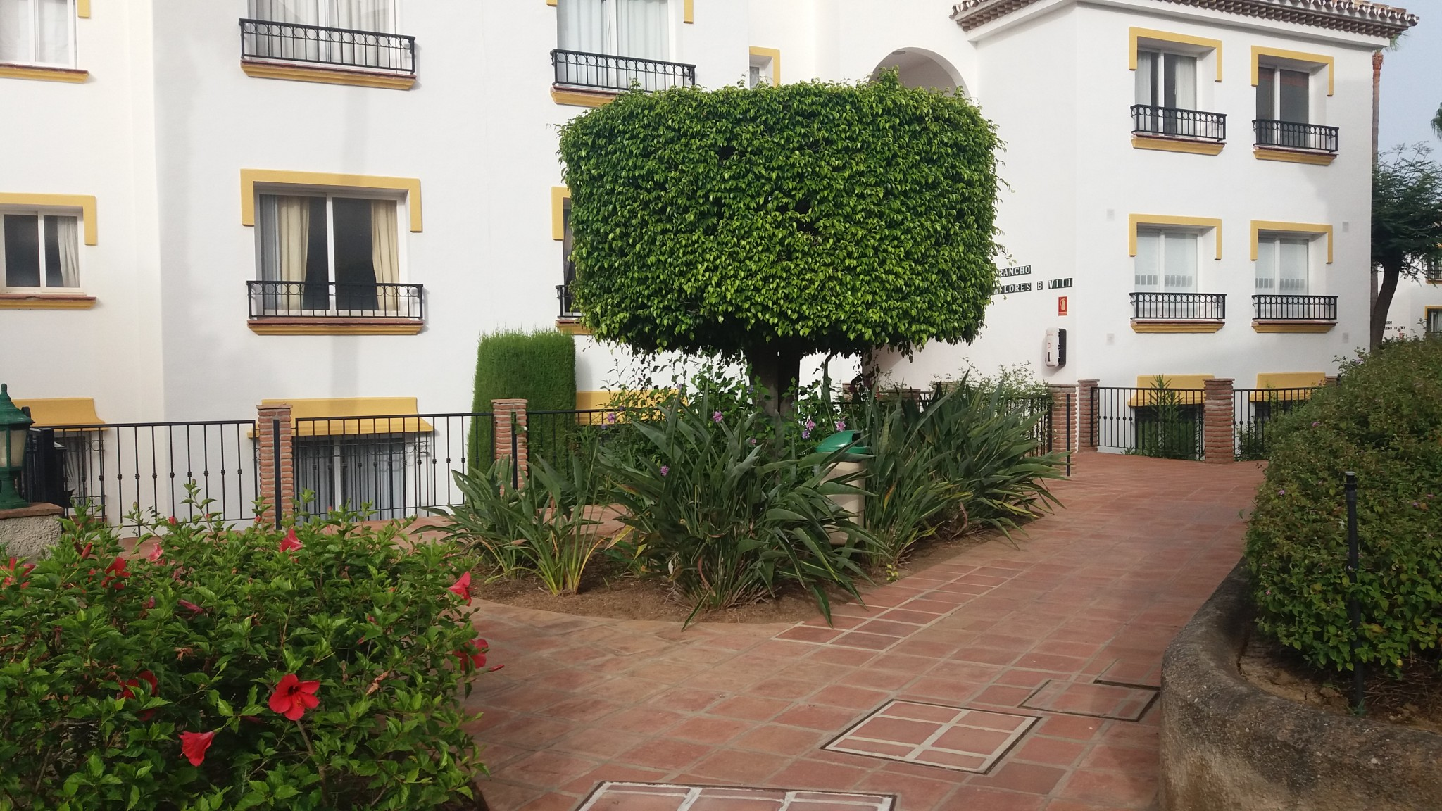 Miraflores Beach & Country Club Garden 3