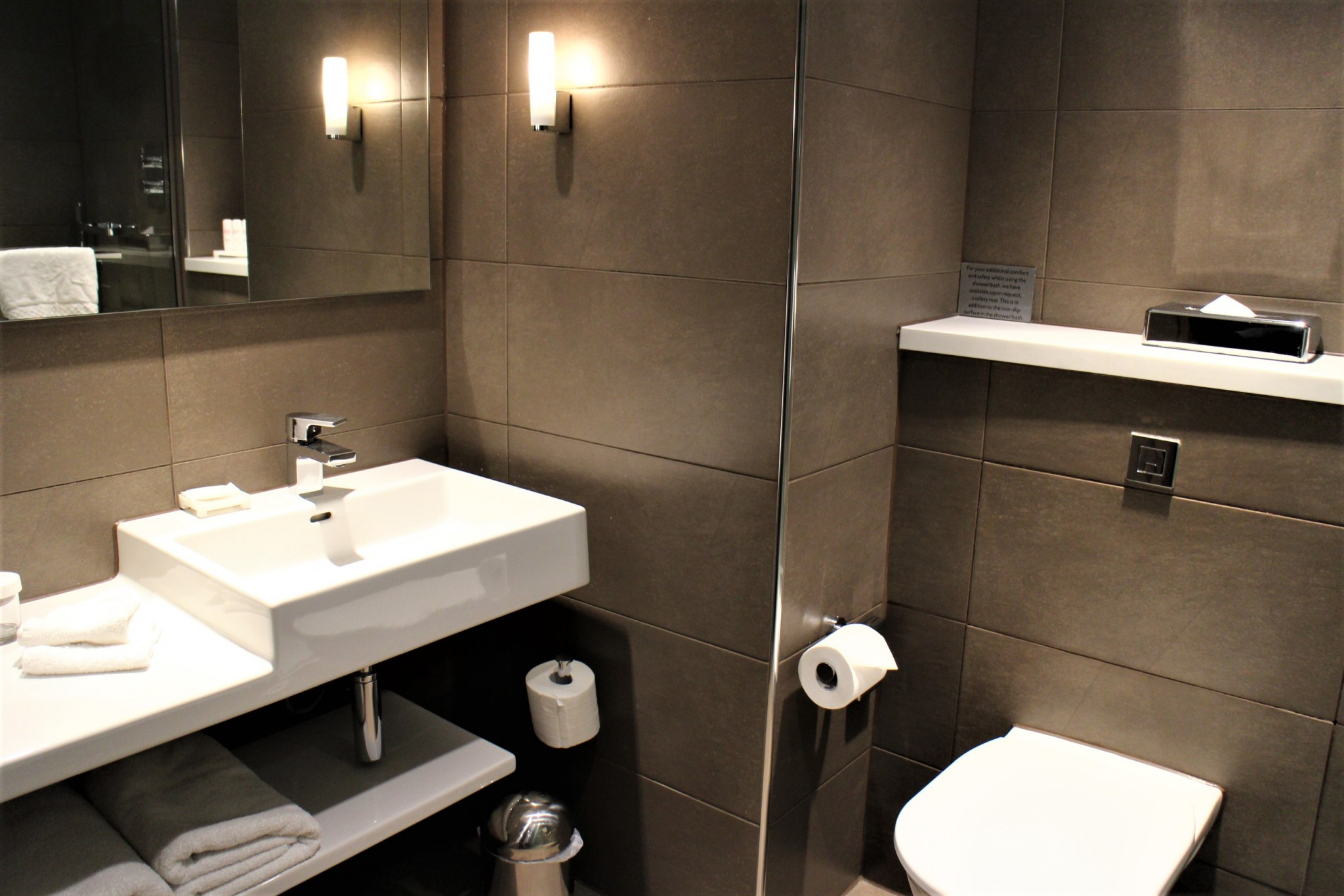 Radisson Blu Manchester Airport Business Room Bathroom
