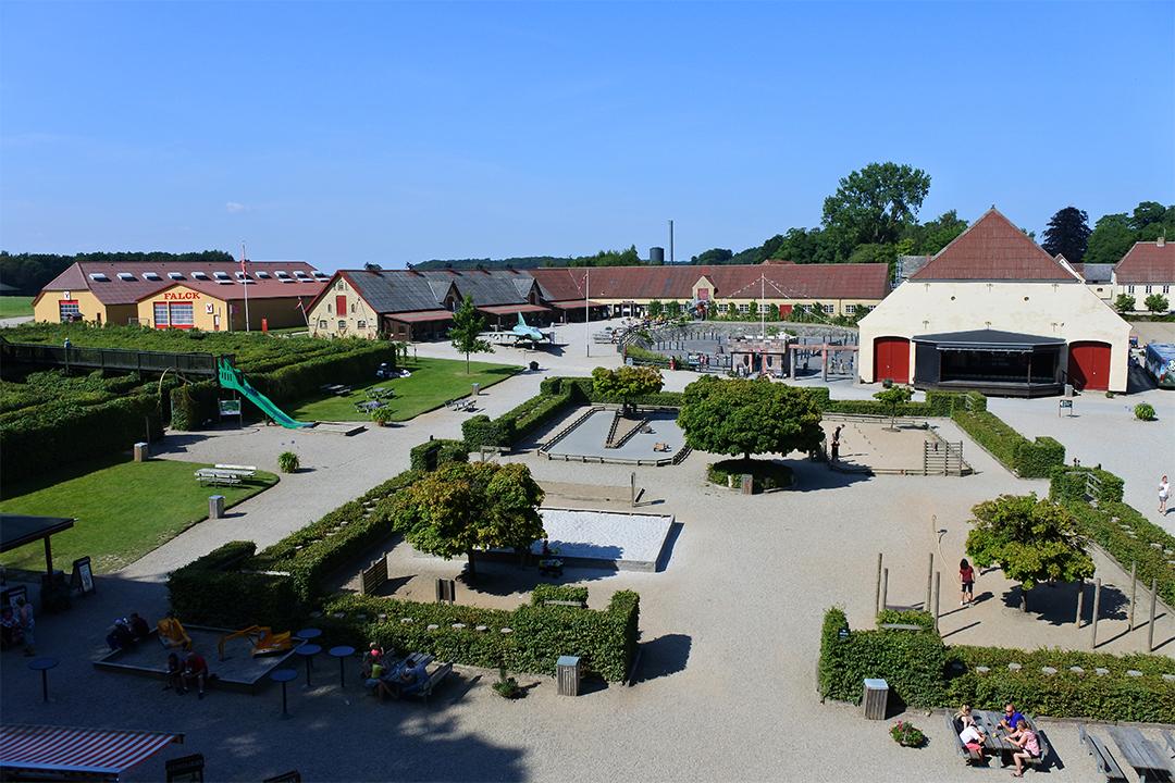 Egeskovin linnan piha-aluetta