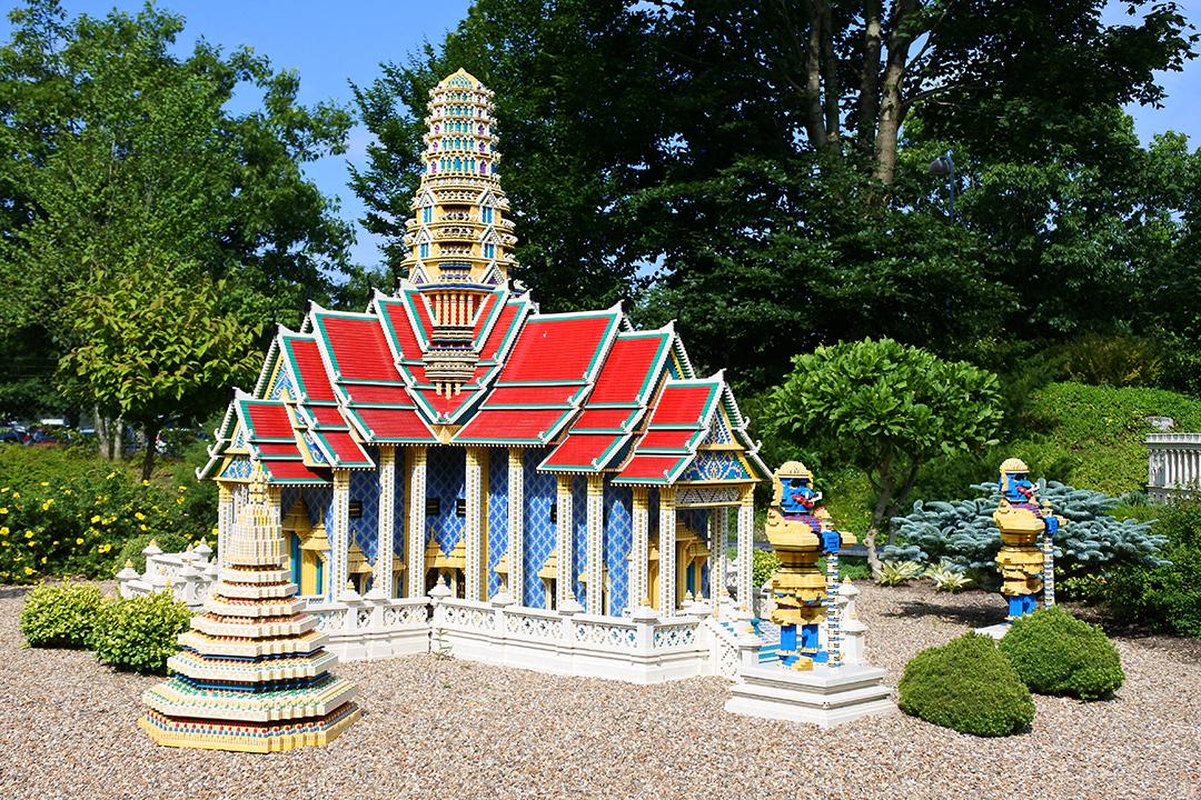 Thaimaalainen temppeli Legolandissa