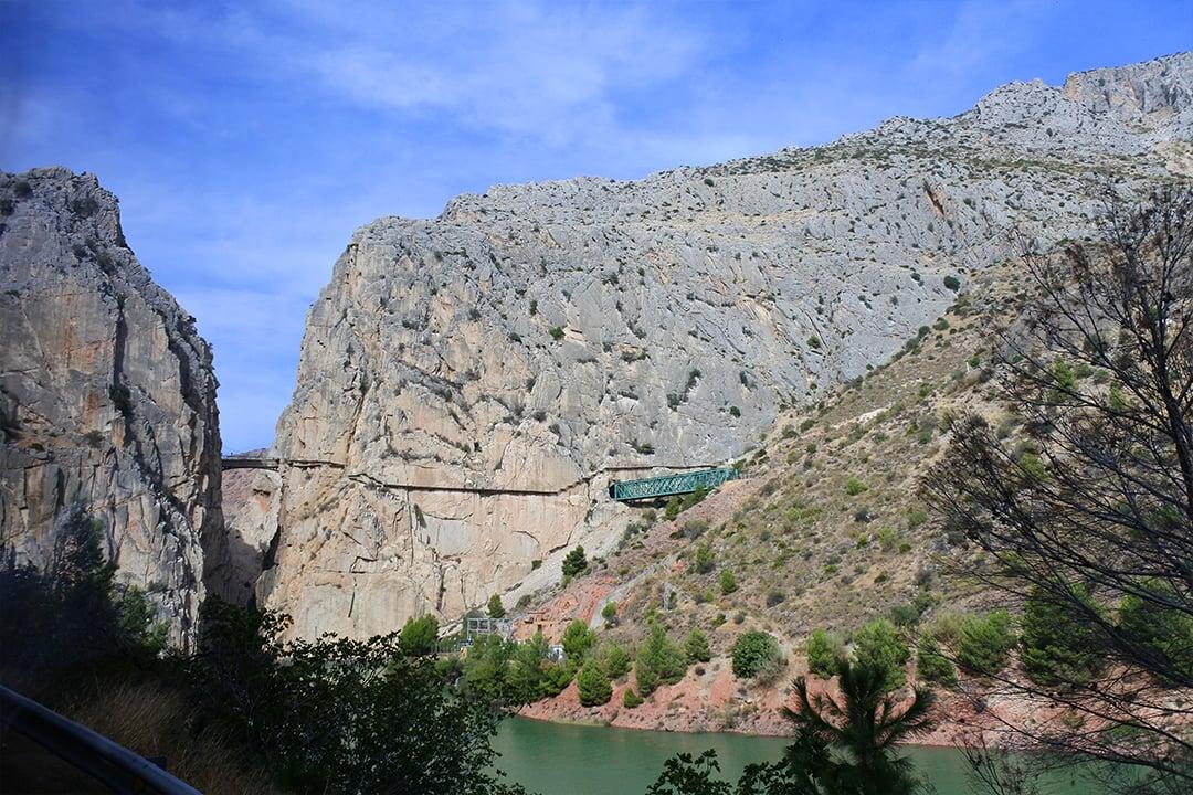 Caminito del Reyn loppuosa bussin ikkunasta nähtynä