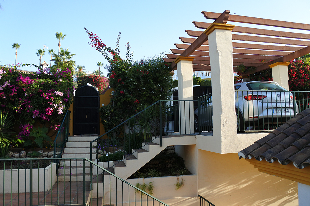 Hacienda Andaluz, portti ja autokatos