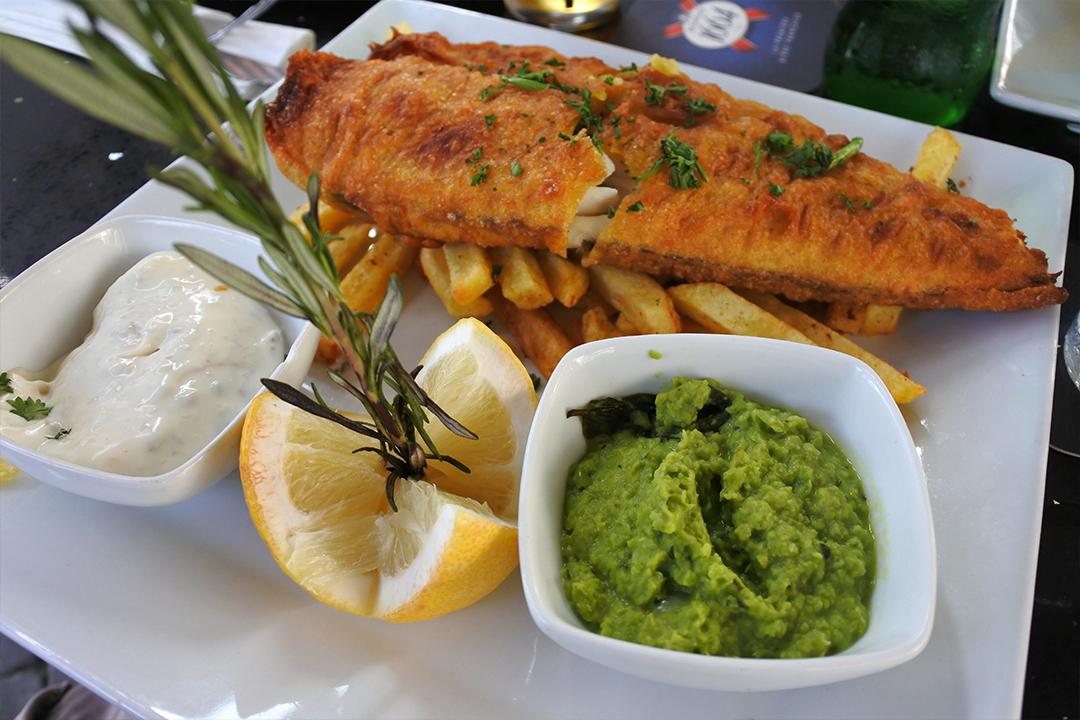 Fish & chipsiä Gibraltarilla