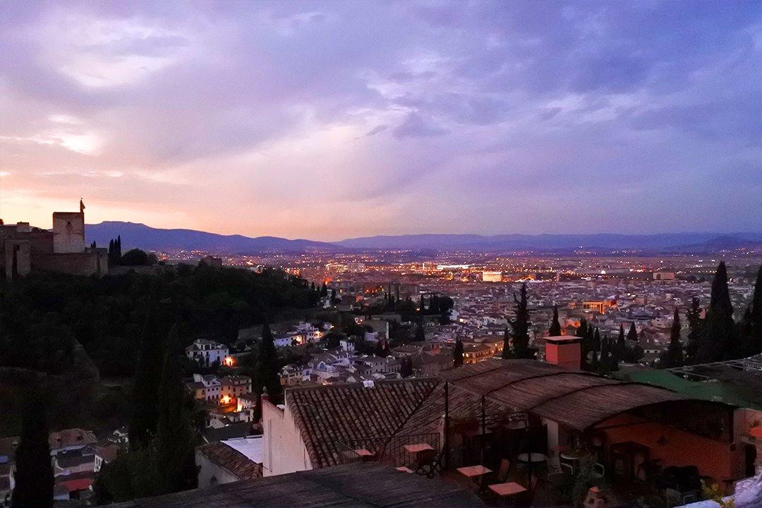 Aamunkoitto Granadassa