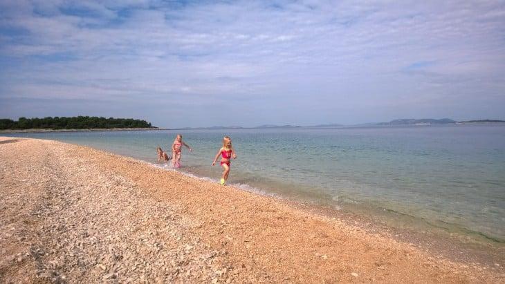 Primostenista löytyy merenrantaa, jossa näin lokakuussa ei kyllä ruuhkaa ollut. Hyvin mahtui uimaan :D