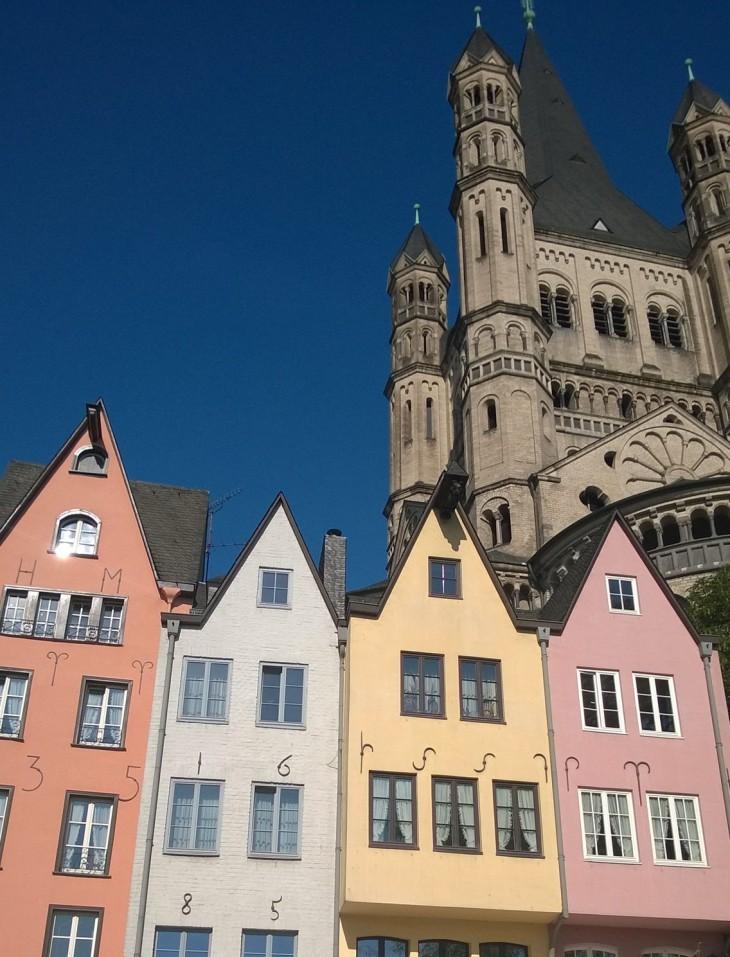 Kalatorin talojen takaa kohoaa todella kaunis kirkko, Gross Sankt Martin.